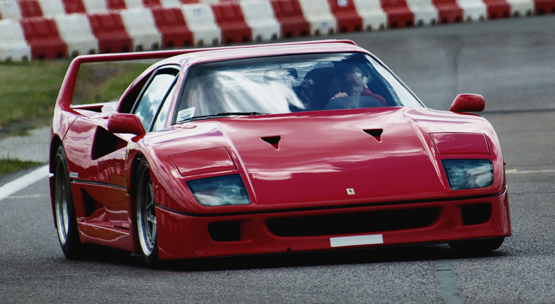 Figure 1. A Ferrari F40 making extensive use of NACA submerged-ducts [credits: ].